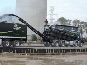 Reloading-the-blower-truck